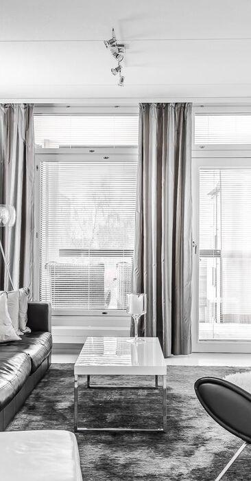 Tyylikäs mustavalkoinen olohuone