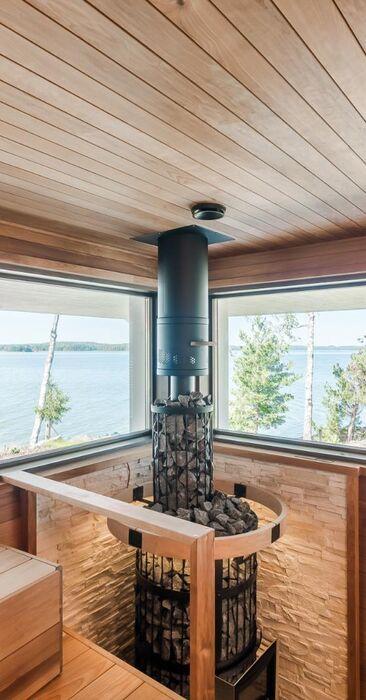 Puulämmitteinen sauna merimaisemilla