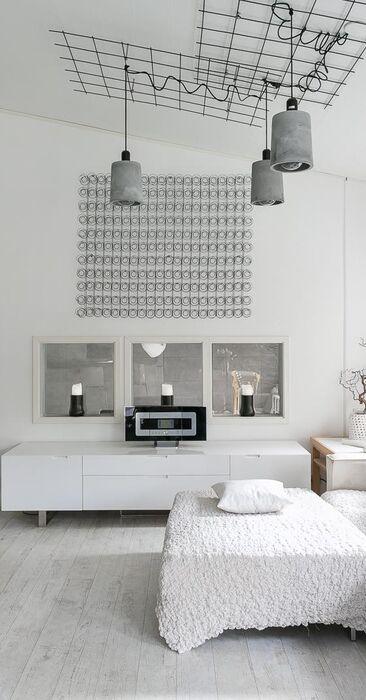 Skandinaavinen olohuone ja ripaus betonia