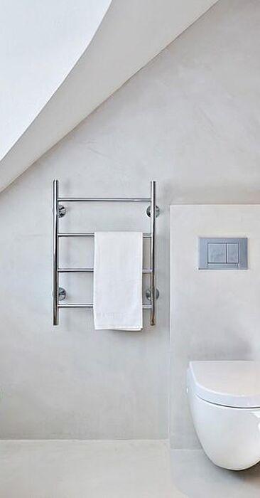 Ullakkohuoneiston upea kylpyhuone