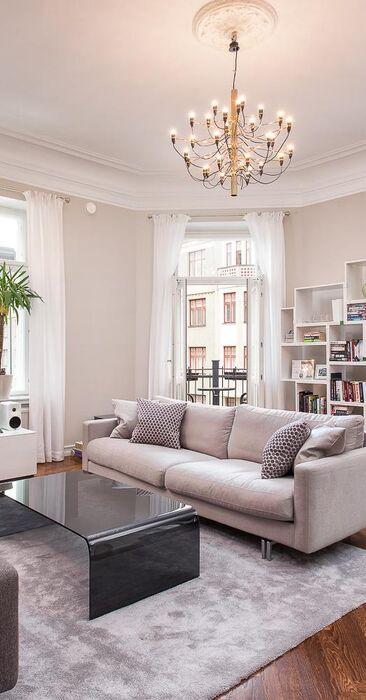 Tämä olohuone on harmoninen kokonaisuus
