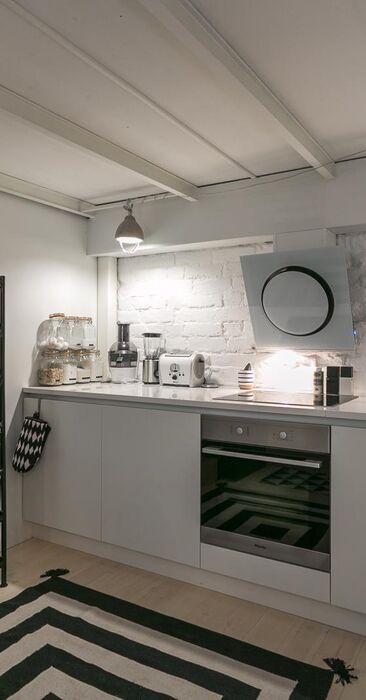 Moderni keittiö loft-asunnossa