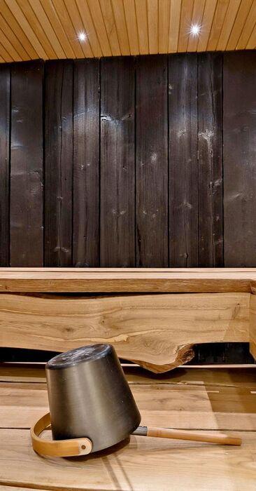 Tyylikkäät tammilauteet saunassa