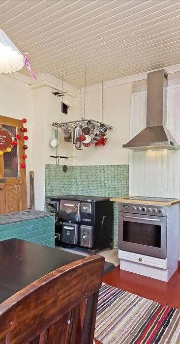 Talo täynnä värejä ja vanhanajan tunnelmaa