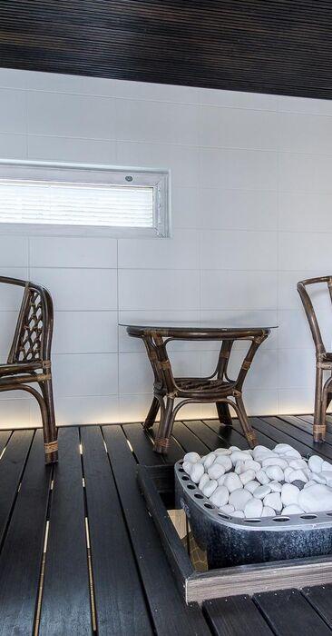 Täällä saunotaan mukavasti nojatuoleissa