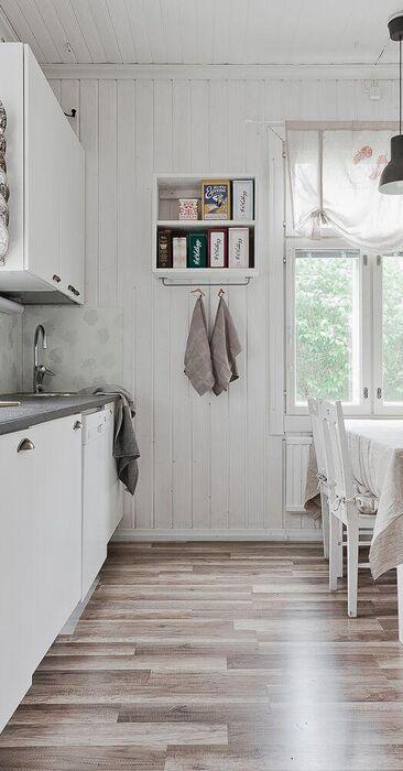 Maalaisromantiikkaa hirsitalon keittiössä