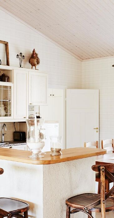 Kodikas maalaisromanttinen keittiö