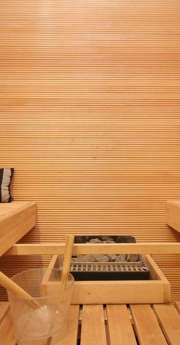Sauna sormipaneelilla