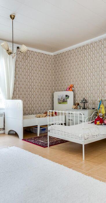 Vanhanajan tunnelmaa lastenhuoneessa