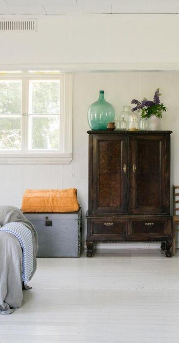 Ihanan rauhallinen tunnelma vanhan talon olohuoneessa