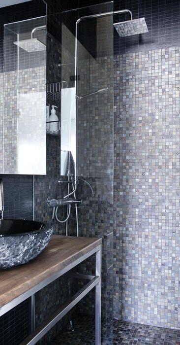 Upea mosaiikkilaatta kylpyhuoneessa