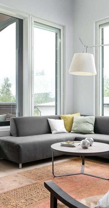 Modernisti sisustettu olohuone