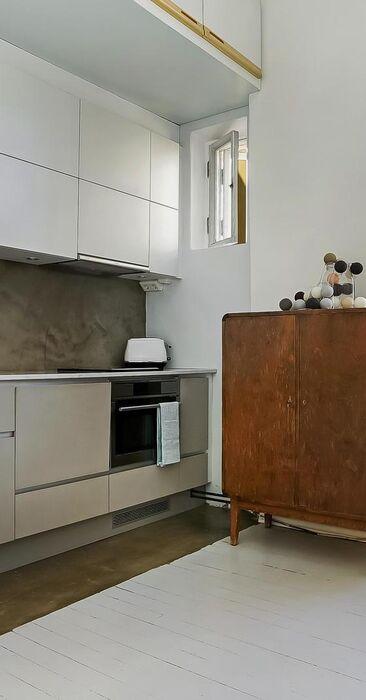 Selkeä ja tyylikäs yksiön keittiö
