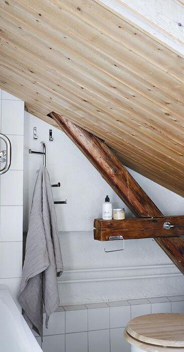 Kattoikkunat ja -parrut kylpyhuoneessa