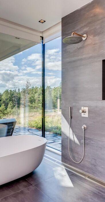 Kauniit saaristomaisemat kylpyhuoneesta