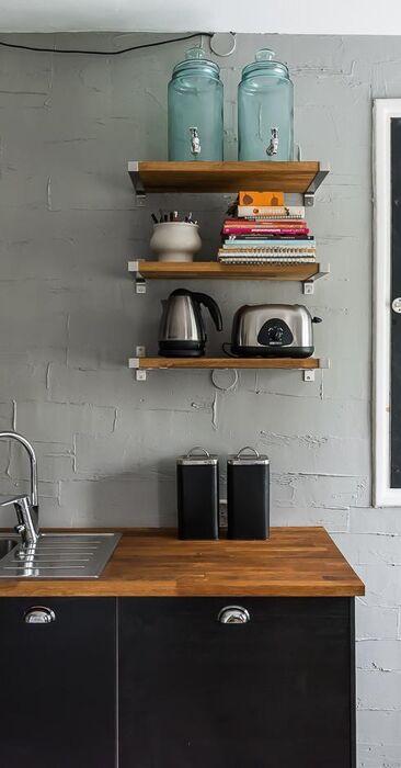 Rouhea seinäpinta keittiössä