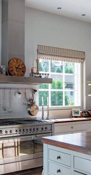 Viihtyisää kartanotyyliä keittiössä