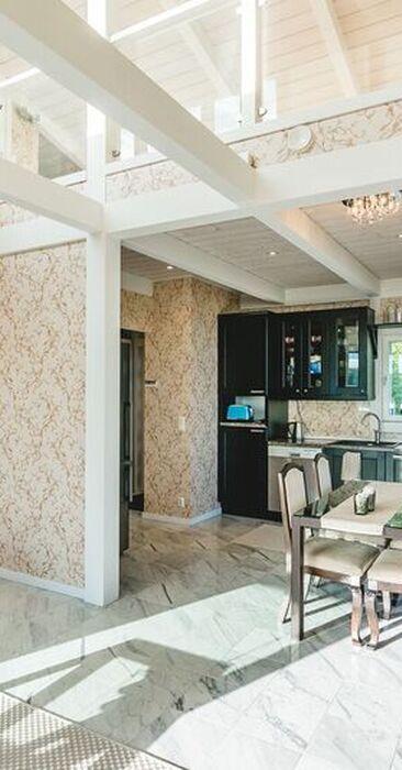 Upeat kattoparrut keittiön ja olohuoneen yllä!