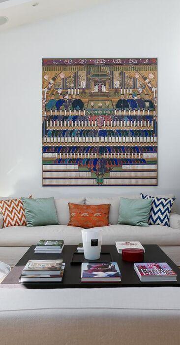 Olohuoneessa modernia tyyliä itämaisin maustein