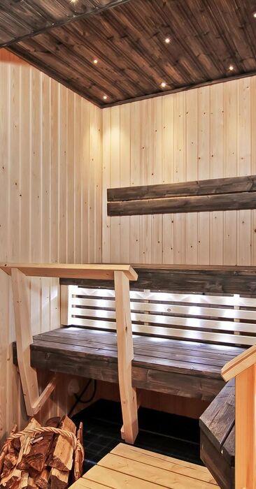 Luonnonkiviä ja yksityiskohtia kotoisassa saunassa