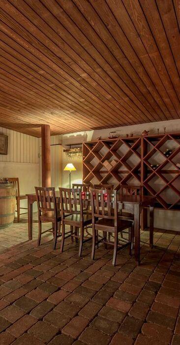 Tunnelmallinen viinikellari