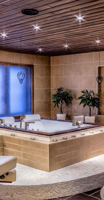Suuri spa-osasto porealtaineen