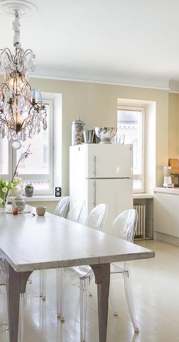 Vaalea ja valoisa keittiö