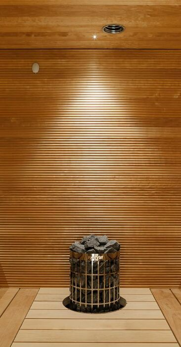 Näyttävä sauna valaistuksineen