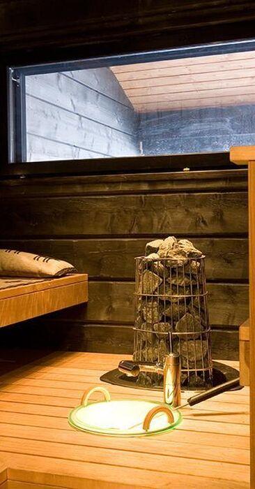 Hirsihuvilan tunnelmallinen sauna