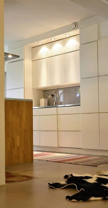 Loft-kodin avara keittiö