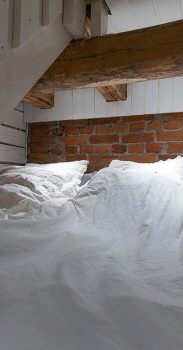 Suloinen nukkumaparvi portaiden alla