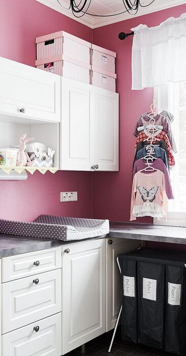Kotityöt sujuvat kauniissa ja toimivassa kodinhoitohuoneessa