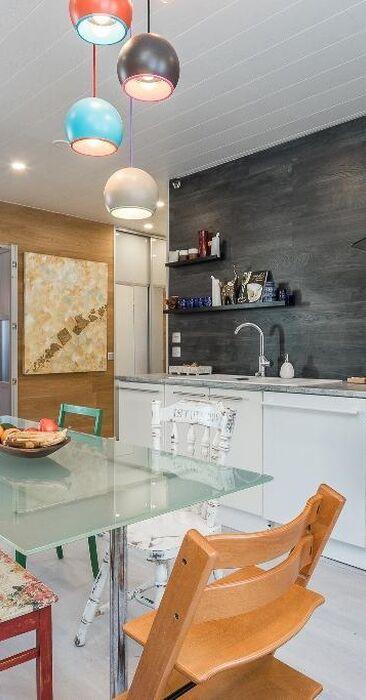 Värikäs ja rento sisustus keittiössä