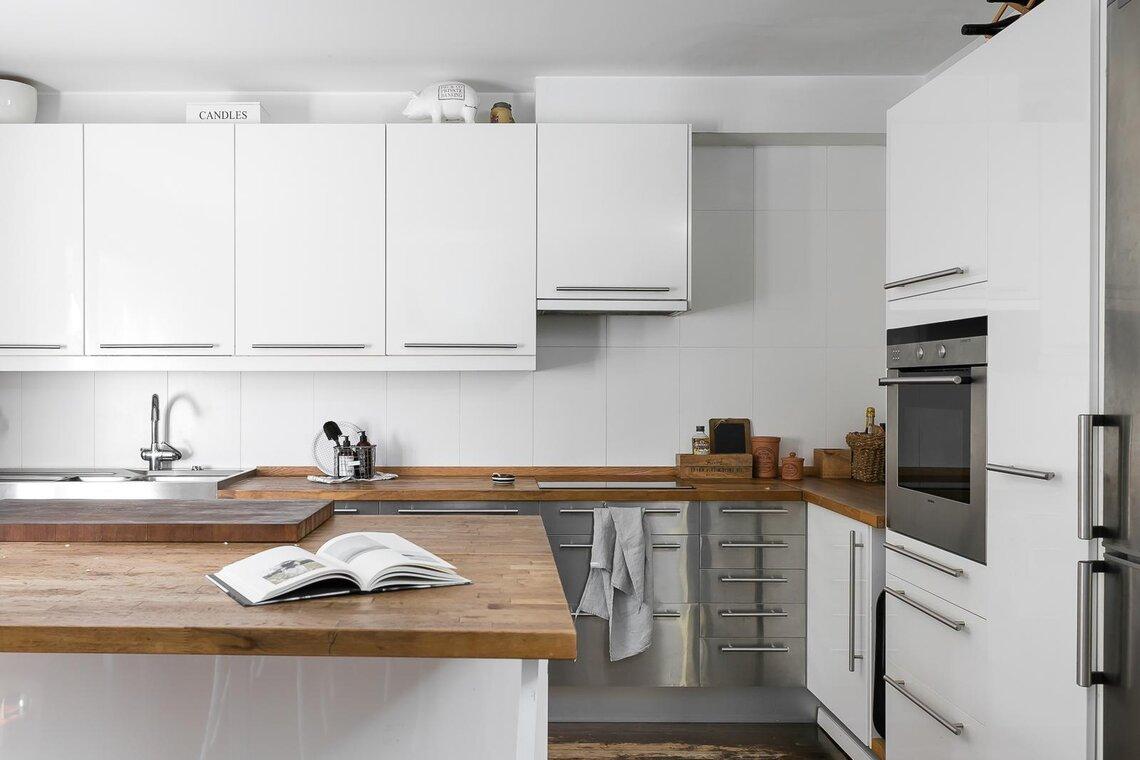 Rakennettu keittiö on moderni ja toimiva sisustus