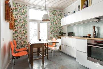 Seinän sisustus keittiössä